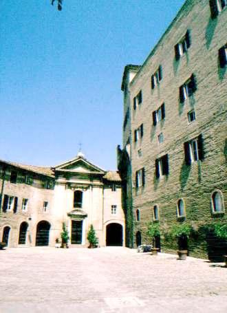 Il castello di rocca priora for Sauna del cortile chiavi